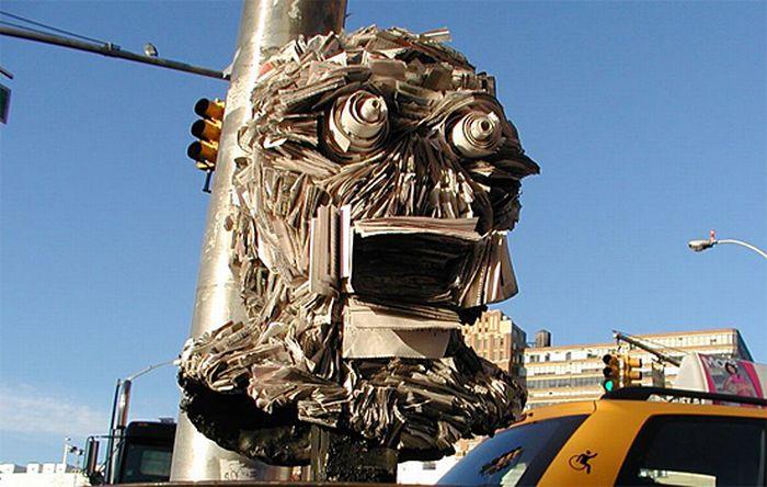 Скульптуры из газет (32 фото)