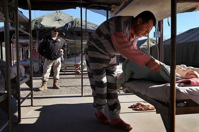 Тюрьма в палатках (27 фото)