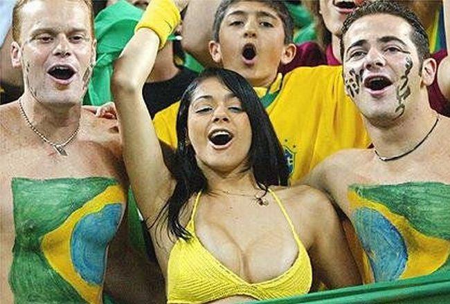 Самая известная бразильская болельщица (9 фото)