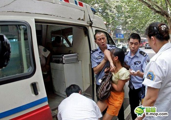 Самоубийца в автобусе (5 фото)