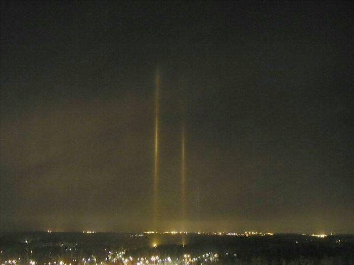 Световые столбы (12 фото)