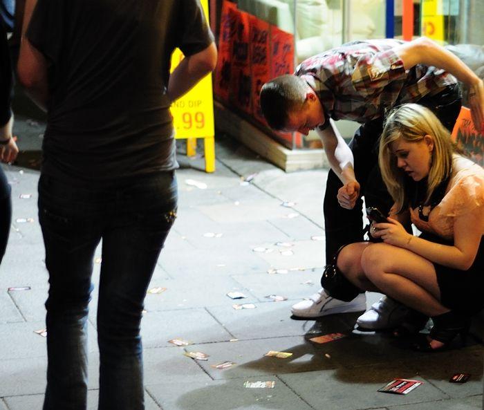 Улицы Ньюкасла в пятничные и субботние вечера (59 фото)