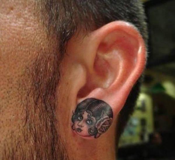 Татуировки на ушах (13 фото)