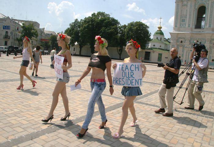 Снова украинские девушки протестуют (4 фото + видео) НЮ