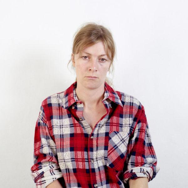 Женщина, которая выглядит по-разному на всех фотографиях (38 фото)
