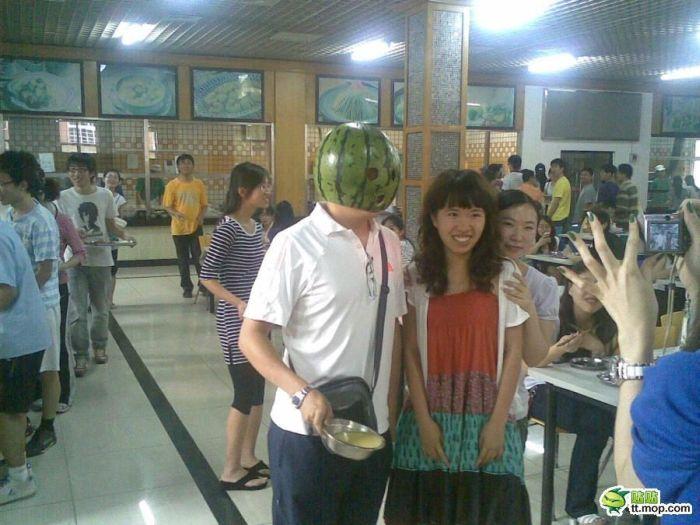 Шлем из арбуза (3 фото)