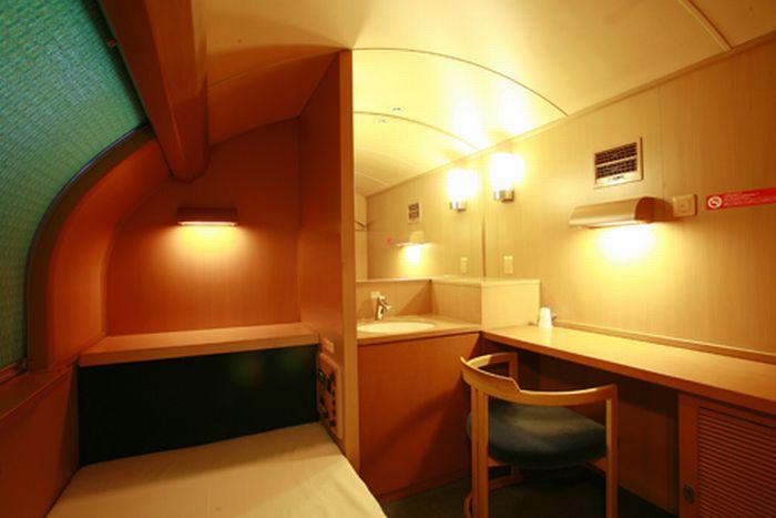 Как выглядит японский поезд (18 фото)