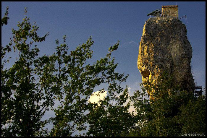 Церкви на скалах в Грузии (12 фото)