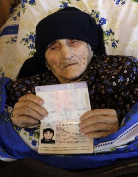 Самому старому человеку в мире 130 лет (14 фото)