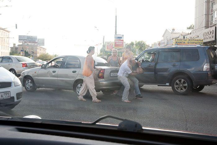 Драка на дороге (12 фото)