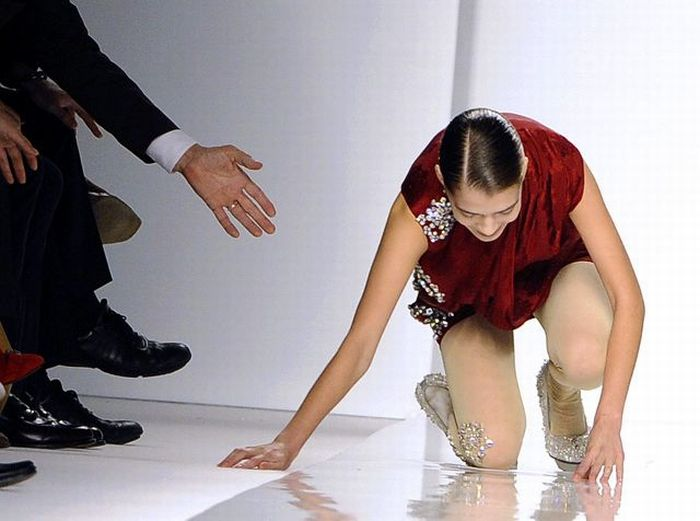 Падения на подиуме (40 фото)