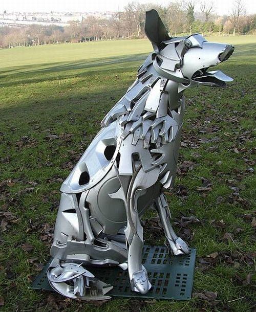 Скульптуры из автомобильных колпаков (10 фото)