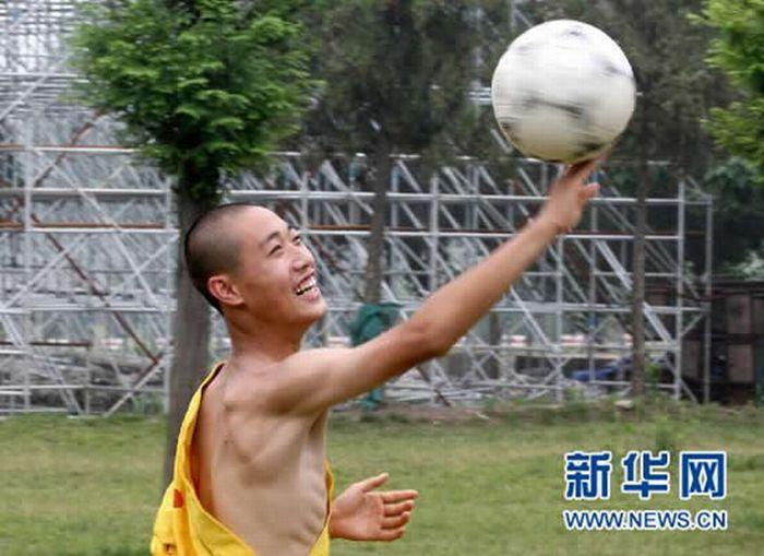Шаолиньский футбол (9 фото)
