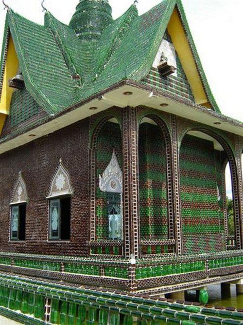 Храм из пивных бутылок (21 фото)