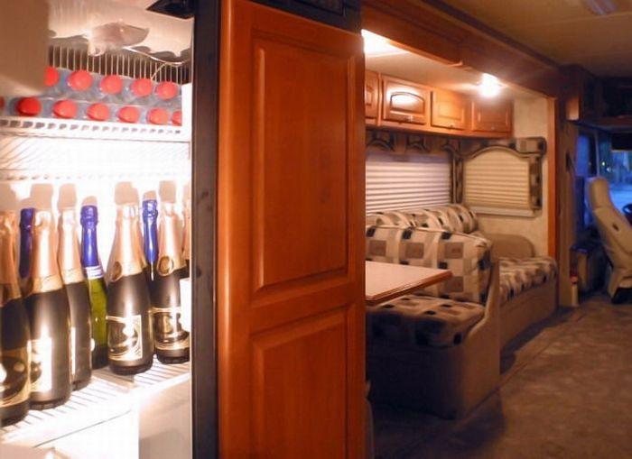 Автобус для вечеринок (14 фото)
