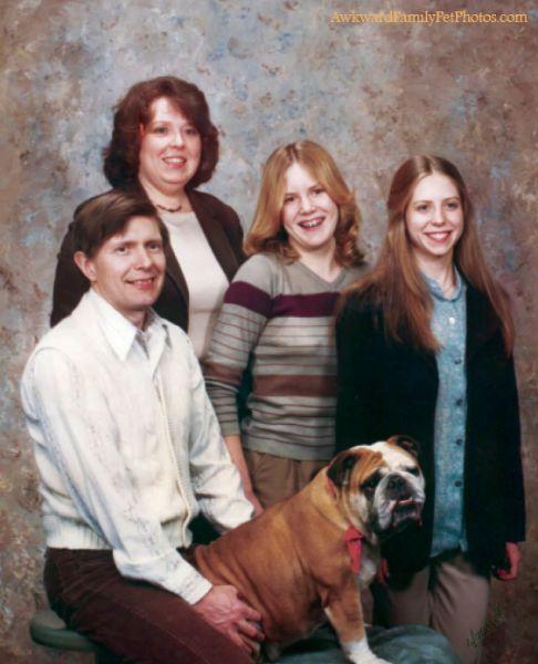 Смешные и странные семейные фотографии с животными (30 фото)