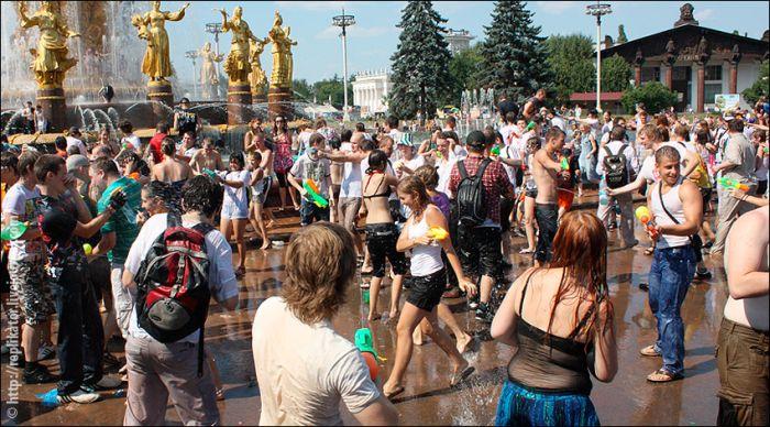 Водная битва 2010 у фонтана Дружбы Народов в ВВЦ (68 фото)