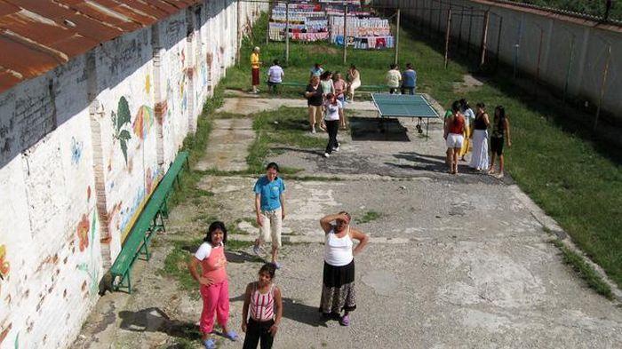 Жизнь внутри женской тюрьмы (65 фото)