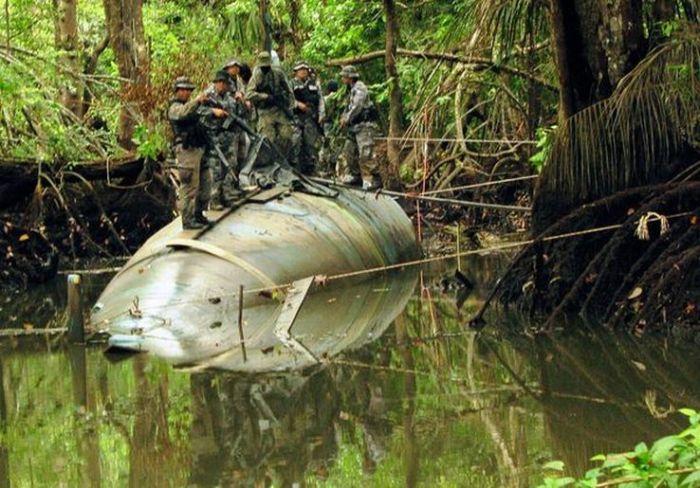 Подводная лодка для транспортировки наркотиков (8 фото)