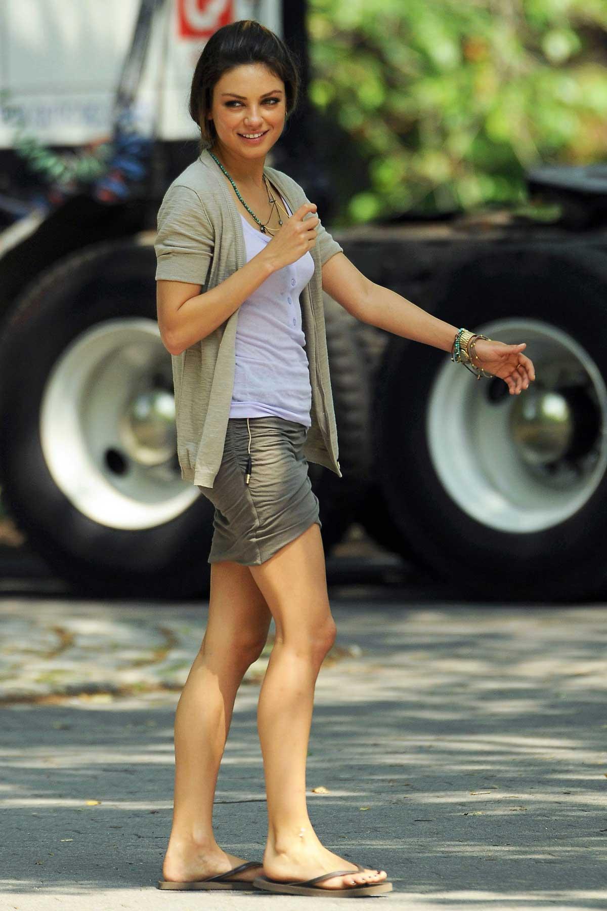 Мила Кунис (Mila Kunis) (6 Фото) .