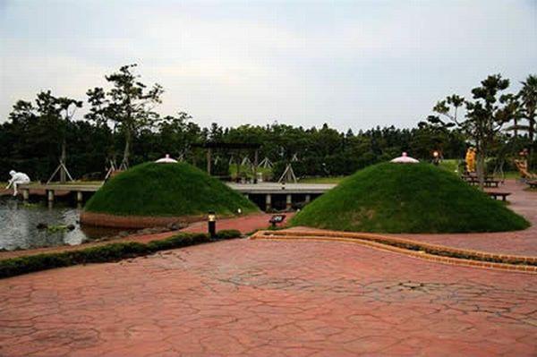 Памятники для взрослых (31 фото)