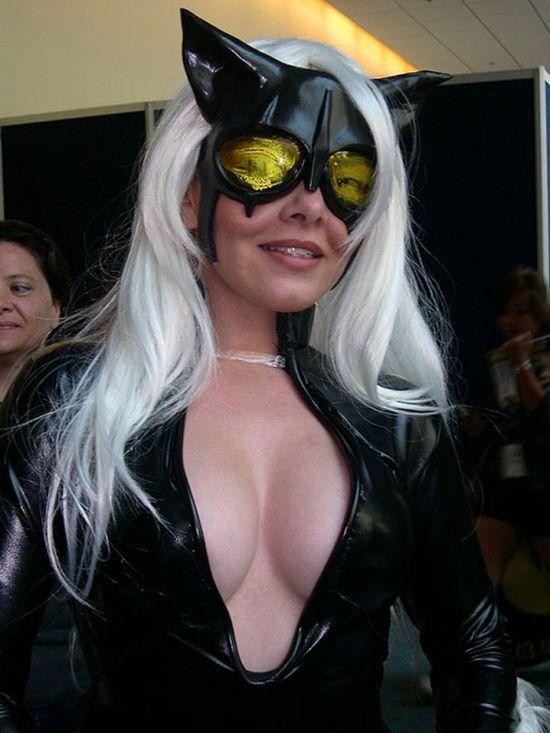 Самые сексуальные декольте Comic Con 2010 (14 фото)