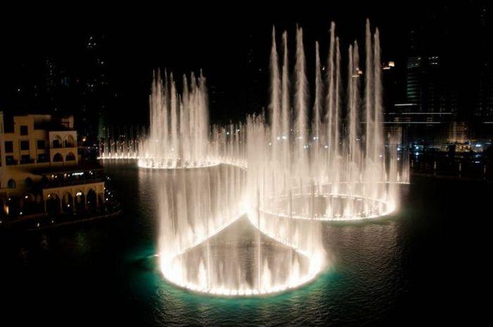 Фонтан озера Бурж Дубай (20 фото + видео)