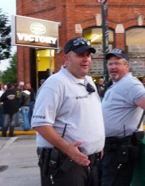 Толстые полицейские (14 фото)