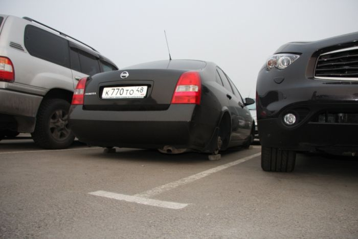 Беспредел на платной парковке в Домодедово (10 фото)