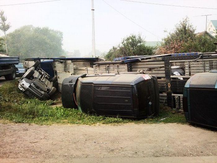 Как уничтожить пять автомобилей Land Rover за раз (10 фото)