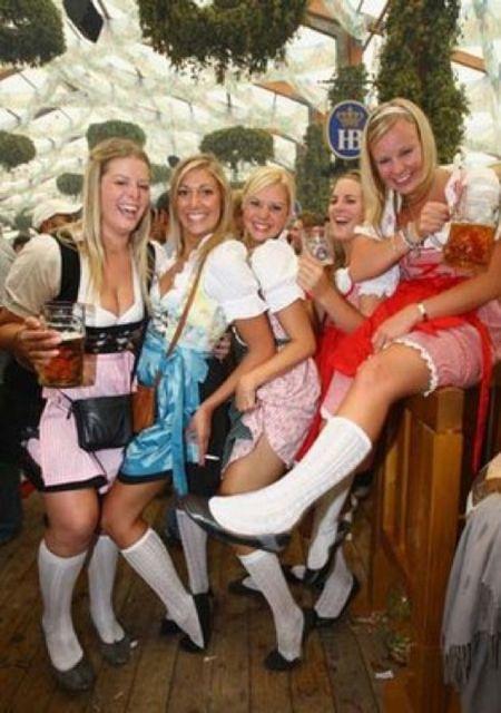 Сексуальные девушки с Октоберфеста (45 фото)
