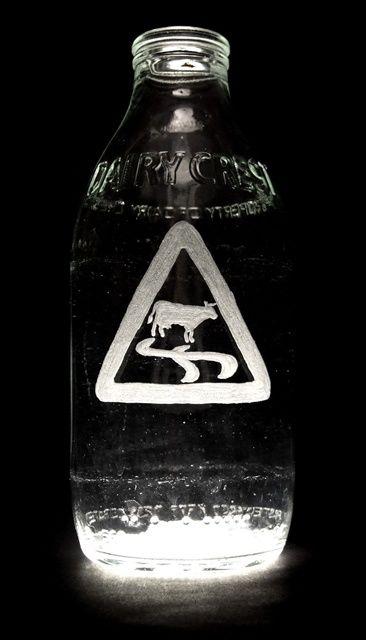 Рисунки на бутылках от молока (32 фото)