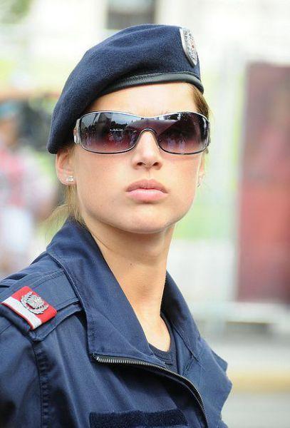 Красивые полицейские (35 фото)