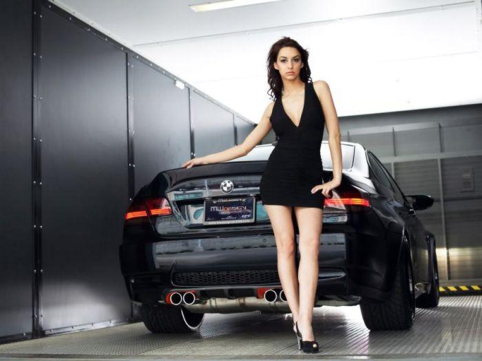 Девушки и BMW (40 фото)