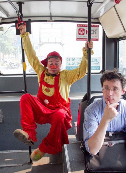 Клоун в городе (20 фото)