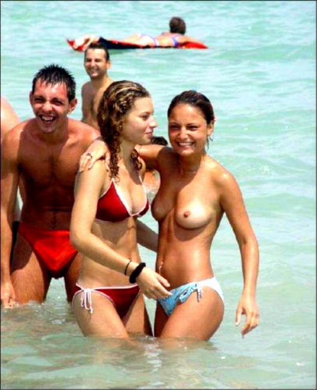 Девушки на пляже топлесс. Часть 2 (50 фото) НЮ