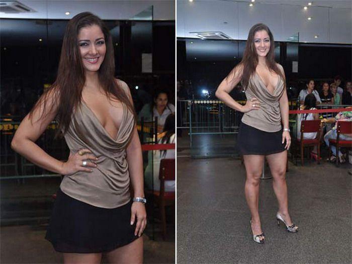 У девушки во время интервью выпала грудь (3 фото) НЮ.