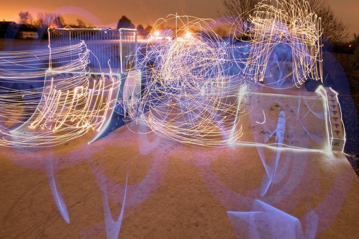 Игра со светом в скейт-парке (15 фото)