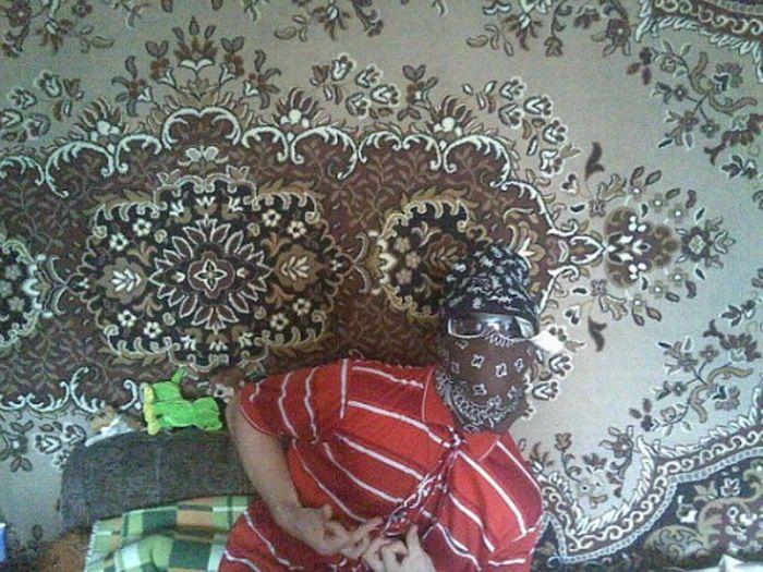 Гангста-рэпперы на фоне ковров (13 фото)