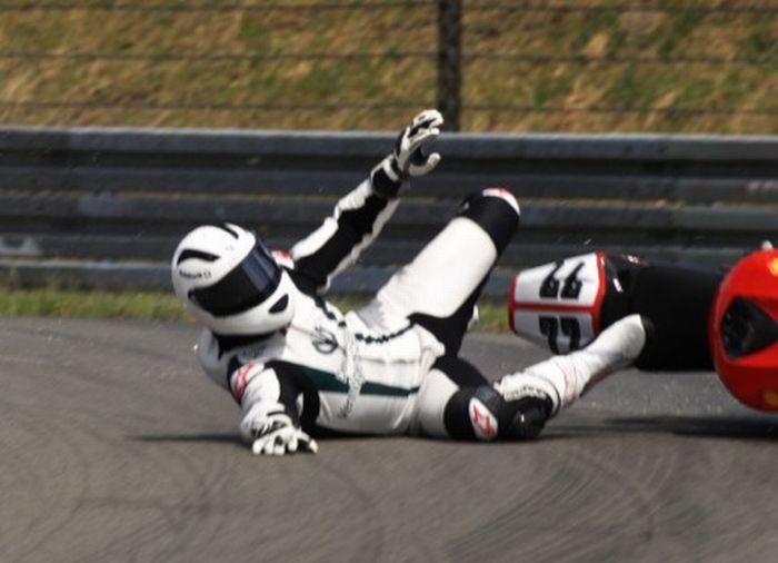 Падение мотоциклистов (18 фото)