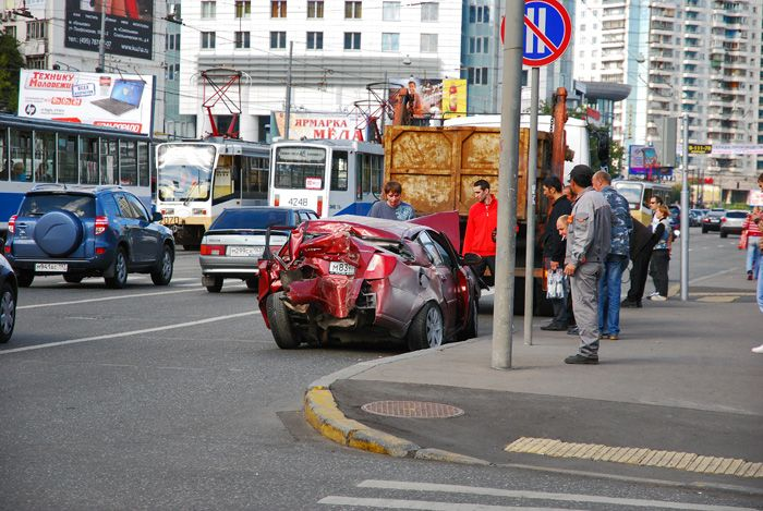 Между двумя трамваями (4 фото)