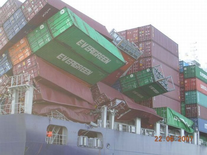 Плохие вещи, которые могут произойти с грузовыми кораблями (95 фото)