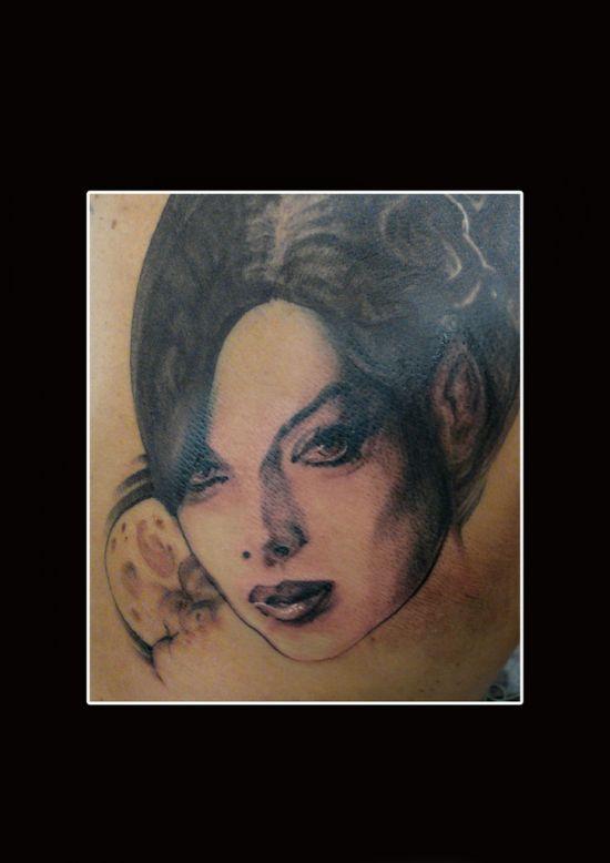 Страшные татуировки (23 фото)