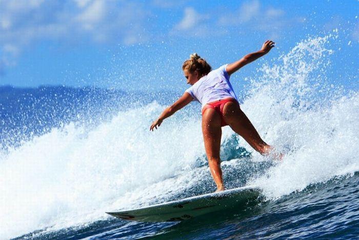 Девушки-серфингистки (34 фото)