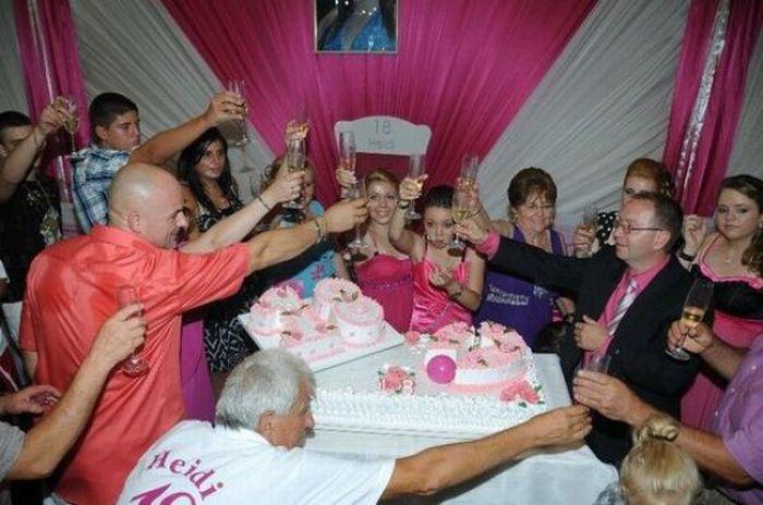 Празднование дня рождения сербской цыганки (16 фото)