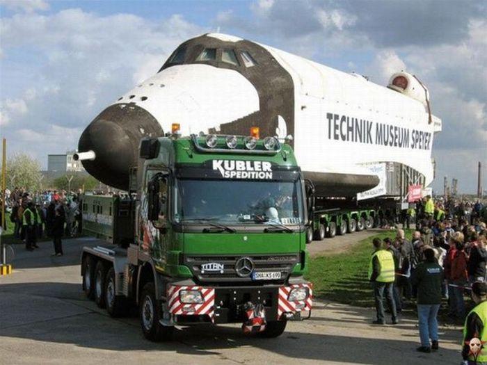 Перевозка огромных грузов.
