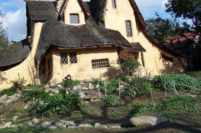 Дома из сказок (46 фото)