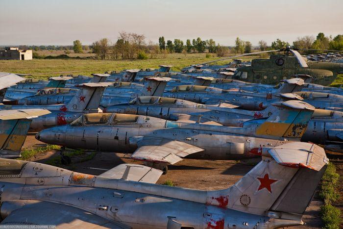 Заброшенный аэродром. Украина (42 фото)