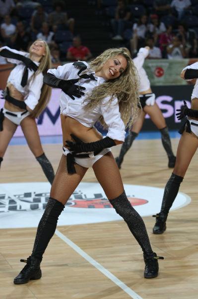 Запрещенные танцовщицы (19 фото)
