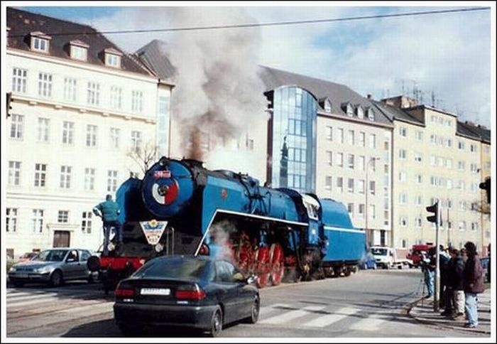 Поезда в городе (33 фото)